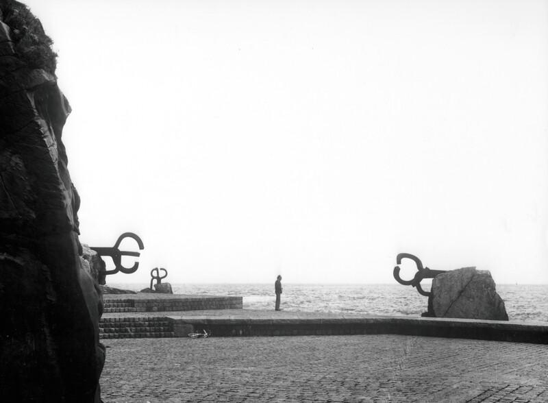 Peine del viento, San Sebasti†n, 1976. Foto CatalÖ-Roca