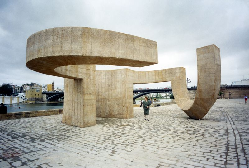 Monumento a la tolerancia, Sevilla, 1992. photo Waintrob